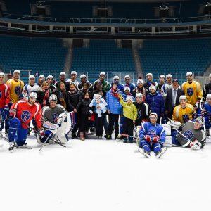 """Хоккейная команда СКА с детьми детского дома """"Светоч"""" фотография на долгую и добрую память. 2015 год"""
